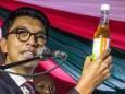 Мадагаскар розповсюджує напій, який нібито допомагає від коронавірусу