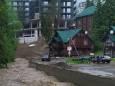 Курорт Буковель затопило, дороги к нему разрушены