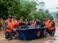 Понад 100 людей загинули або пропали безвісти через повені в Китаї