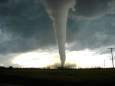 В Канаде торнадо стал причиной гибели двоих людей