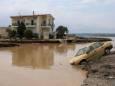 На греческом острове Эвбея жертвами наводнения стали 8 человек