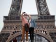 У Парижі вводять обов'язковий масочний режим