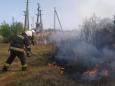 Под Харьковом горят поля, огонь приблизился к домам