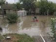 В Херсоне откачивают воду с подтопленных улиц