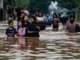 Проливные дожди вызвали новые наводнения и оползни в Индонезии