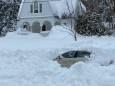 Мужчина выжил, проведя 10 часов в засыпанной снегом машине