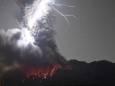 ФОТО ДНЯ. Молния ударила в кратор извергающегося вулкана