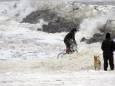 Біля берегів Аляски вирує рекордний циклон