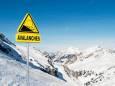 Из-за сильного снегопада в Швейцарии погибли как минимум двое людей