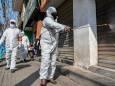 Европа в тисках коронавируса: полевые госпитали, центры вакцинации, ограничительные меры