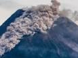 В Индонезии извергается вулкан на горе Мерапи