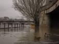Сена вийшла з берегів і затопила набережні в Парижі