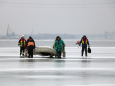 У Дніпрі врятували 6 рибалок, які відкололись на крижині