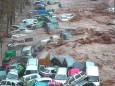 На півночі Марокко в результаті раптової повені зметені з доріг автомобілі