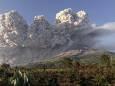 В Індонезії вулкан викинув стовп попелу на п'ять кілометрів