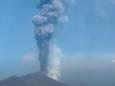 Неугомонная гора Этна извергает новые облака пепла над небом Сицилии