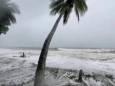 ВІДЕО. Пориви вітру 285 км/год, циклон «Ніран» у Новій Каледонії