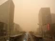 Север Китая накрыла сильная песчаная буря