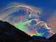 Редкое оптическое явление создало апокалиптическое небо над французскими Пиренеями. Фото