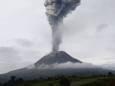 В Индонезии вновь проявляет активность вулкан Синабунг. Видео