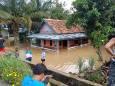 ВИДЕО. Сильное наводнение в Южной Суматре, Индонезия