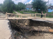 На Прикарпатье непогода изолировала село