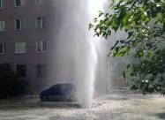 У Києві через прорив труби фонтан води досягав дев'ятого поверху