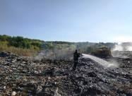 На Житомирщині ліквідовують пожежу на сміттєзвалищі