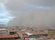 Гигантское облако пыли погрузило во тьму город в Турции