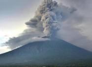 ВИДЕО. Катастрофа 2018 года: люди спасались бегством от извержения вулкана Фуэго