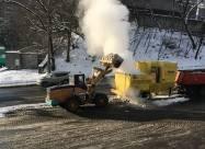 Канадські машини плавлять сніг в Києві