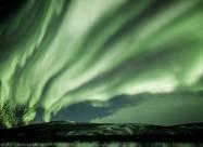 Над Финляндией небо стало шокирующе зеленым. Фото