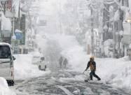 ВИДЕО. Сильнейший снежный шторм накрыл Японию