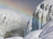 Ниагарский водопад превратился в «ледяную скульптуру»