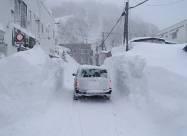 Сильный снегопад нарушил водоснабжение в северной Японии. Видео