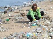 Бразильские пляжи покрыли тонны пластика