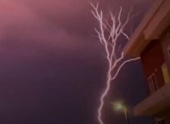 В США зафиксирована наиболее редкая и красивая восходящая молния