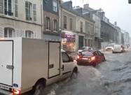 Франція: вулиці Реймса затопило після шторму