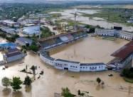 ВИДЕО. Наводнение в Ялте. Поток воды смывает все на своем пути