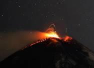 Нічне виверження Етни - яскраве видовище. ВІДЕО