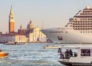 Круизным лайнерам запретили заходить в Венецию