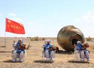 Китайские астронавты вернулись на Землю после 90 дней пребывания в космосе