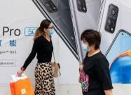Литва призвала выбрасывать китайские телефоны