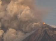 В Гватемале вновь извергается вулкан Фуэго