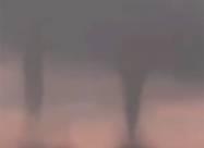 Водяные смерчи-близнецы в Красном море у побережья Саудовской Аравии. Видео