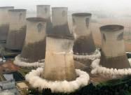 Последние 90-метровые башни взорваны на электростанции Эггборо