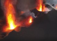 Из вулкана на Ла Пальма бьют гигантские фонтаны лавы