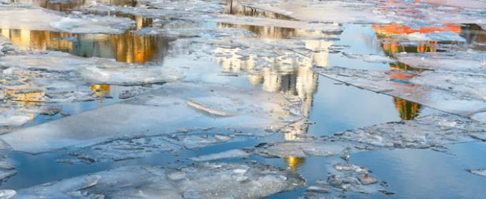 Жителів України закликають не рибалити на тонкій кризі водойм