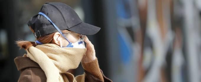 В теплую и солнечную погоду риск заражения коронавирусом не снижается
