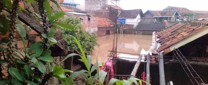 На индонезийском острове Ява наводнение из-за паводковых вод